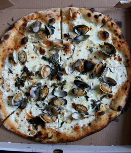 Fornino's clam pizza